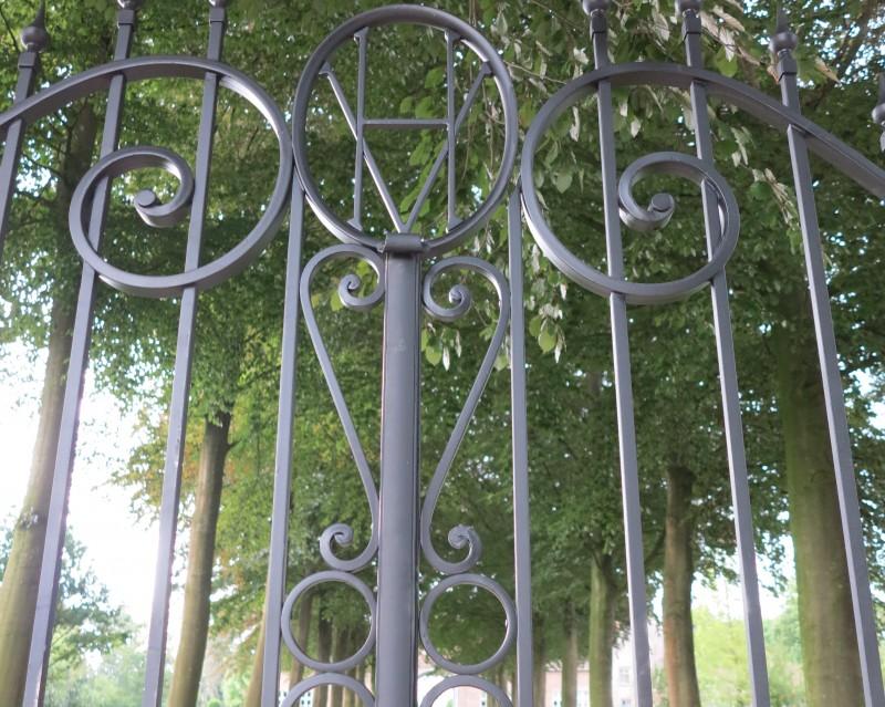 Smeedijzeren poort (H11)