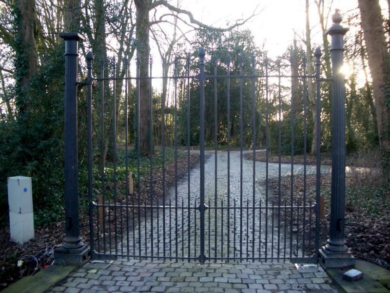 Smeedijzeren poort (H24)